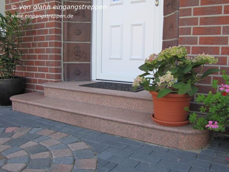 eingangstreppe aus granit und naturstein runde und eckige treppen eingang au en. Black Bedroom Furniture Sets. Home Design Ideas